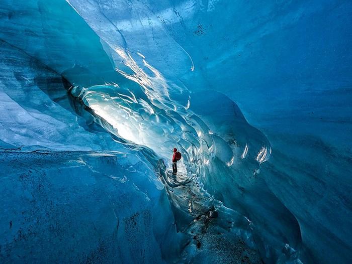 Hang động băng ngày càng lớn do biến đổi khí hậu